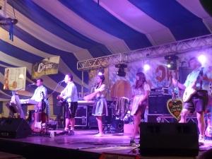 muzicanti, scena, oktoberfest Brasov