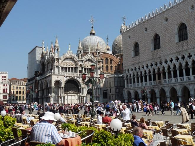 basilica, piata publica, catedrala