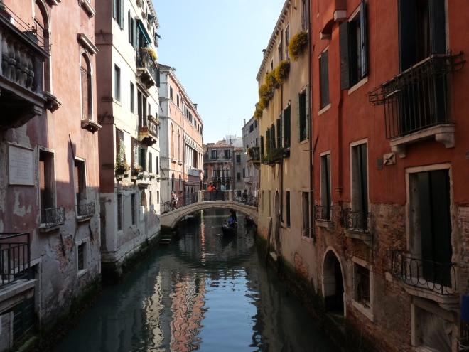 cladiri, canal, oraş